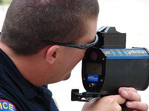 English: Texas using a laser speed detection gun.